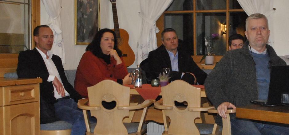Bürgermeister Dieter Wittlinger (rechts) informierte über die mögliche Übertragung der Verfahren an die BH Kufstein.