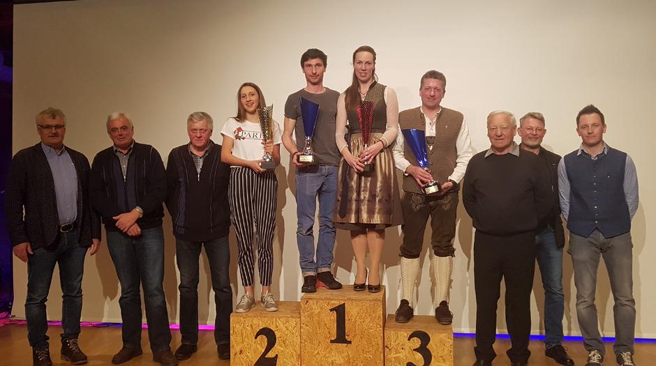 Die Clubmeister 2019 mit den Gratulanten.