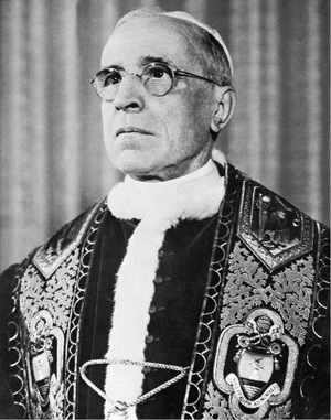 Papst Pius XII. im Vatikan 1955.
