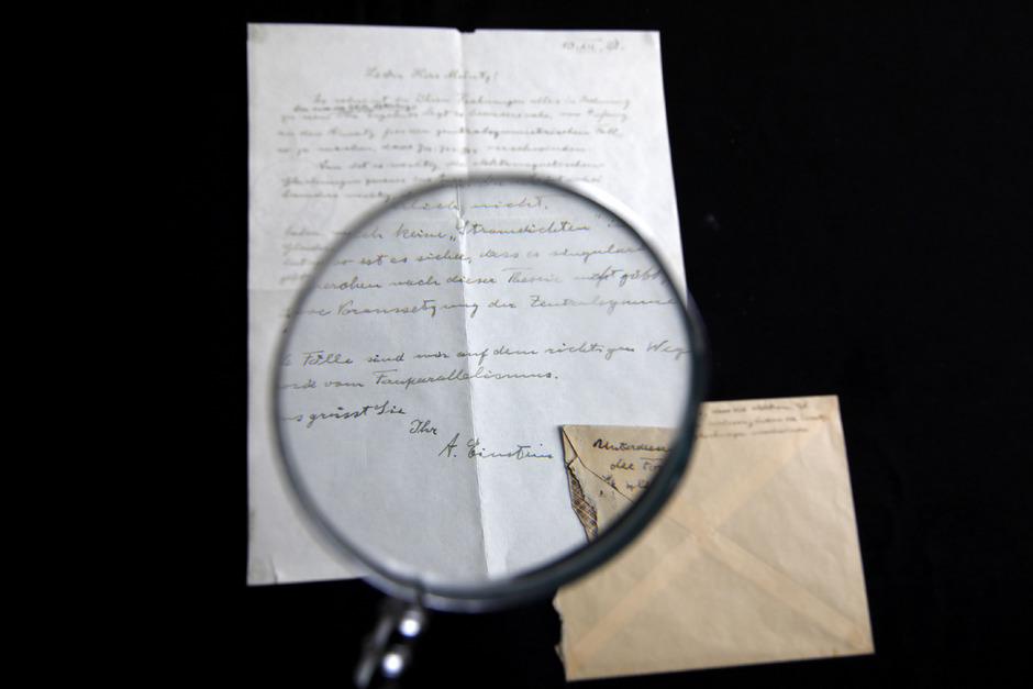Ein signierter Brief Albert Einsteins. (Archivaufnahme)