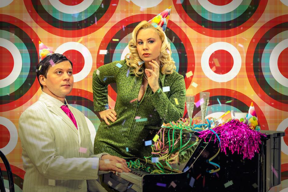 Publikumsliebling Katharina Straßer (mit Pianist Boris Fiala) als Cissy Kraner.