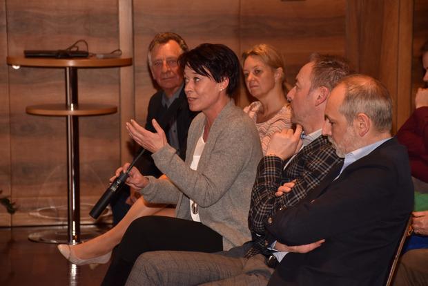 Landtagspräsidentin Sonja Ledl-Rossmann erläuterte das Begleitgesetz des Tiroler Landtages dazu.