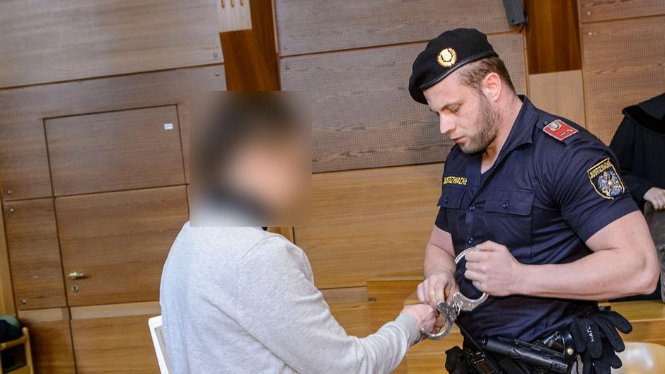 Beim gestrigen Prozesstag wollte der italienische Drogenhändler von einer Vergangenheit als Mafiaboss – wohl zu Recht – nichts mehr wissen.