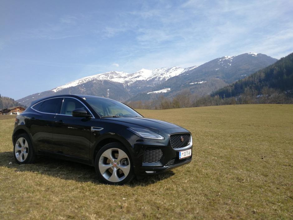 Der E-Pace von Jaguar ist ab 38.900 Euro in der Preisliste zu finden.<span class=&quot;TT11_Fotohinweis&quot;>Foto: Höscheler</span>