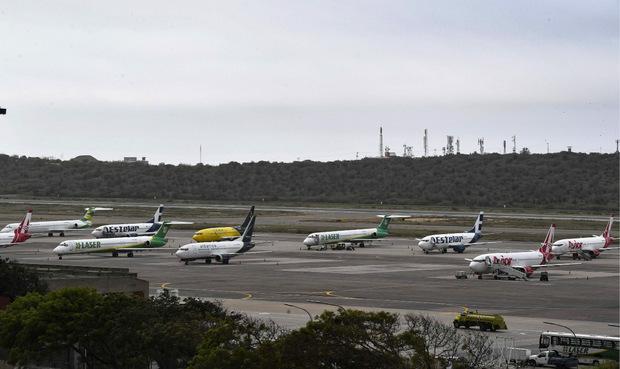 Auch viele Flugzeuge mussten am Boden bleiben.