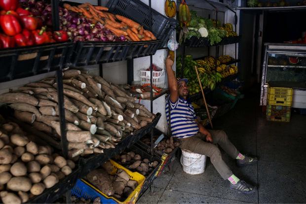 In vielen Geschäften funktioniert neben dem Licht auch die Kühlung nicht mehr. Fatal für Lebensmittel.