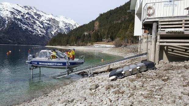 Auch die Wasserrettung Schwaz/Achensee war umgehend vor Ort, um bei der Bergung zu helfen.