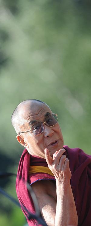 Weg der Mitte: Enthaltsamkeit, das heißt auch weniger Nahrung, dient im Buddhismus als Meditationsvorbereitung. Mönche fasten, indem sie ab Mittag nichts mehr essen.