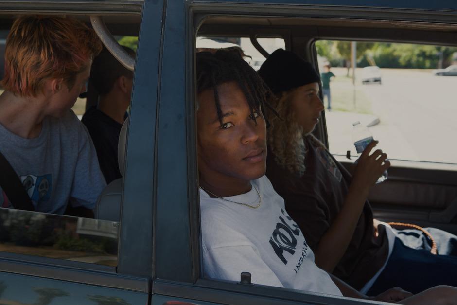"""Stevie (Sunny Suljic) ist auf der Suche nach einer """"inneren"""" Heimat und findet diese in einer Skateboard-Gang in einem Vorort von L.A."""