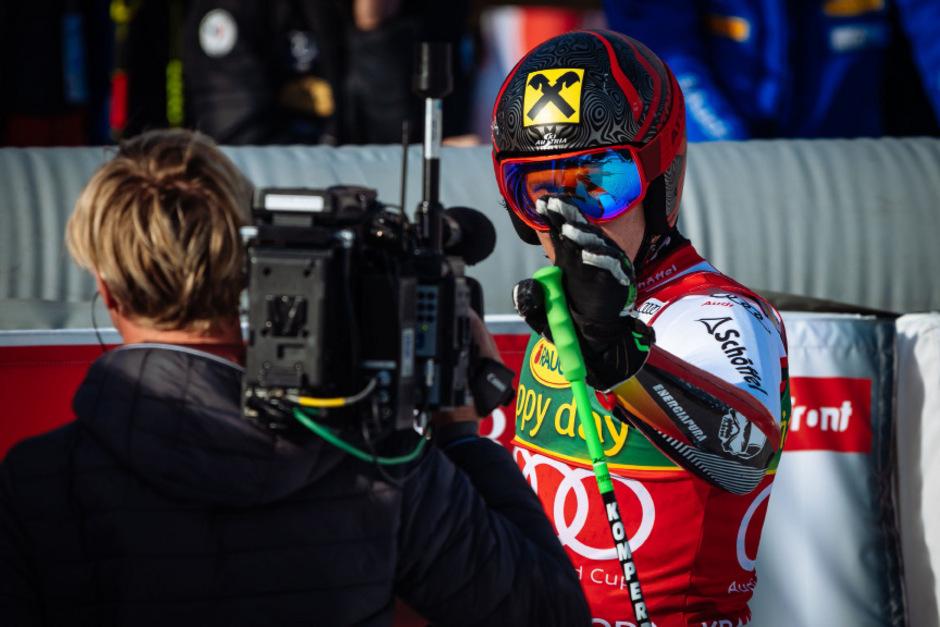 Marcel Hirscher überlegt - und die Ski-Nation hält den Atem an.
