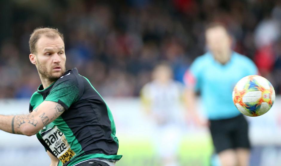 Wacker-Abwehrchef Matthias Maak patzte beim 0:1 durch Thomas Goiginger schwer.