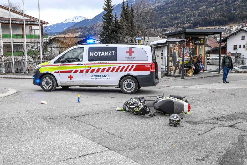 Beim Zusammenstoß wurden zwei Jugendliche verletzt.