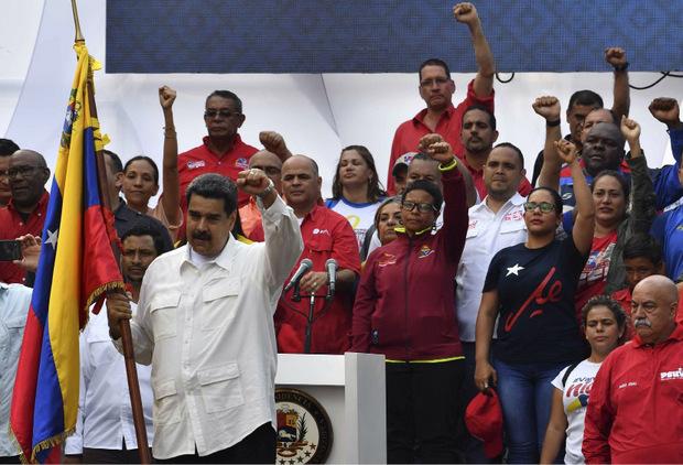Maduro schwört seine Anhänger auf seinen Kurs ein.