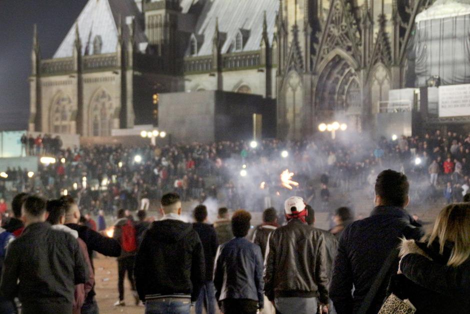 Silvester 2015 in Köln. Rund um den Bahnhof und der Domplatte sollen die Übergriffe stattgefunden haben. (Archivaufnahme)