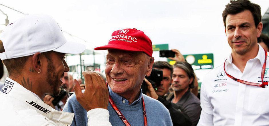 Niki Lauda hat bei Mercedes eine Lücke hinterlassen. Vor allem Weltmeister Lewis Hamilton und Motorsportchef Toto Wolff geht der Aufsichtsratsvorsitzende ab.