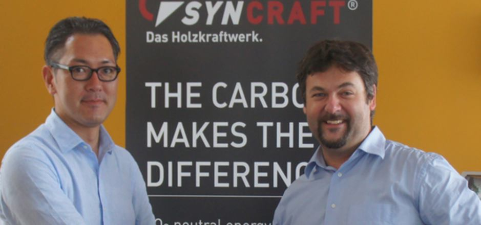 Shingo Numa,CEO Forest Energy und Marcel Huber, CEO SynCraft Engineering nach Vertragsunterzeichnung.