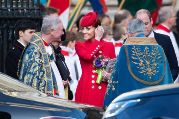Herzogin Kate erschien in Catherine-Walker-Mantel und farblich abgestimmtem Kleid.