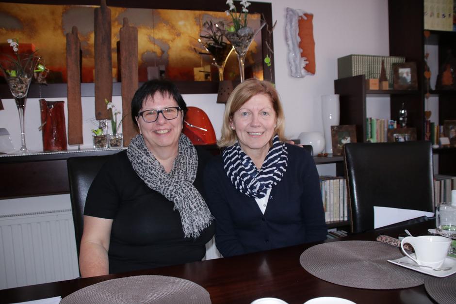Martha Stocker und Maria Kail (v.l.) präsentieren das neu aufgestellte Hospizteam Mieminger Plateau.