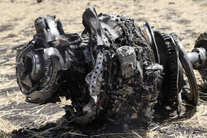 Ein Wrackteil der abgestürzten Boeing 737 Max 8 von Ethiopian Airlines.