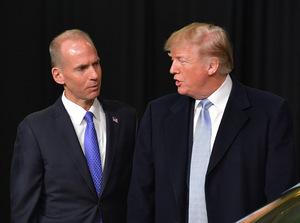 Boeing CEO Dennis Muilenburg versuchte im Gespräch mit Donald Trump, den Schaden wenigstens in den USA abzuwenden.
