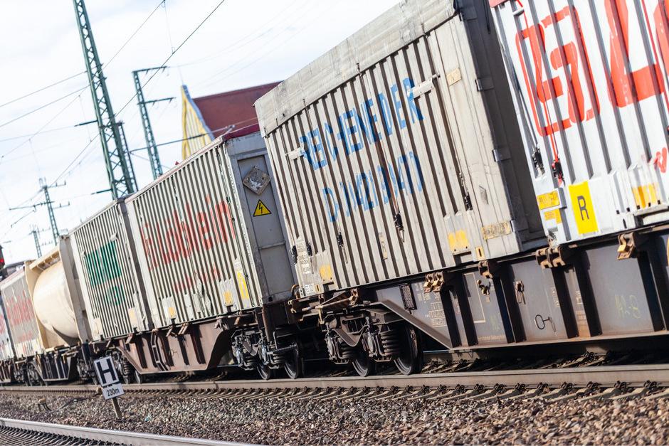 Besonders Güterzüge sind eine große Lärmquelle auf bestehenden Bahnstrecken.