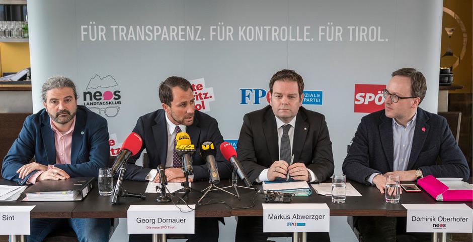 Markus Sint (Liste Fritz),  Georg Dornauer (SPÖ), Markus Abwerzger (FPÖ) und Domink Oberhofer (Neos) bei ihrer gemeinsamen Pressekonferenz am Mittwoch.