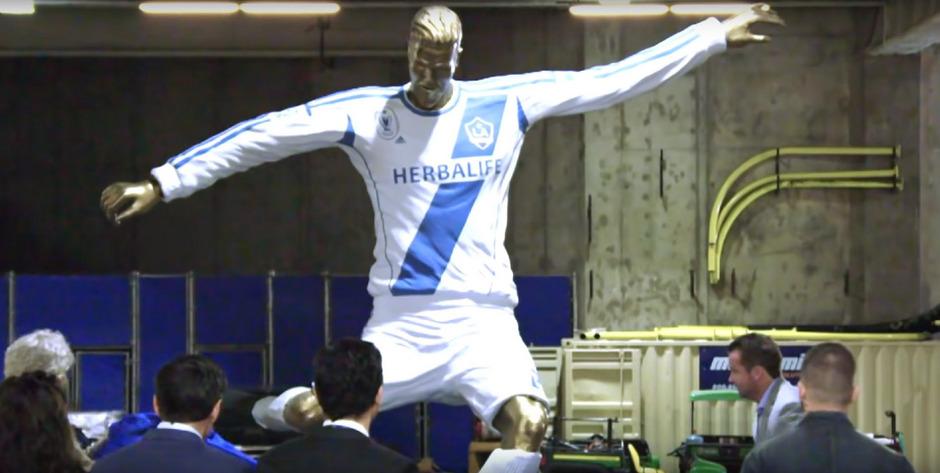 David Beckham staunte nicht schlecht, als er die Statue erblickte.