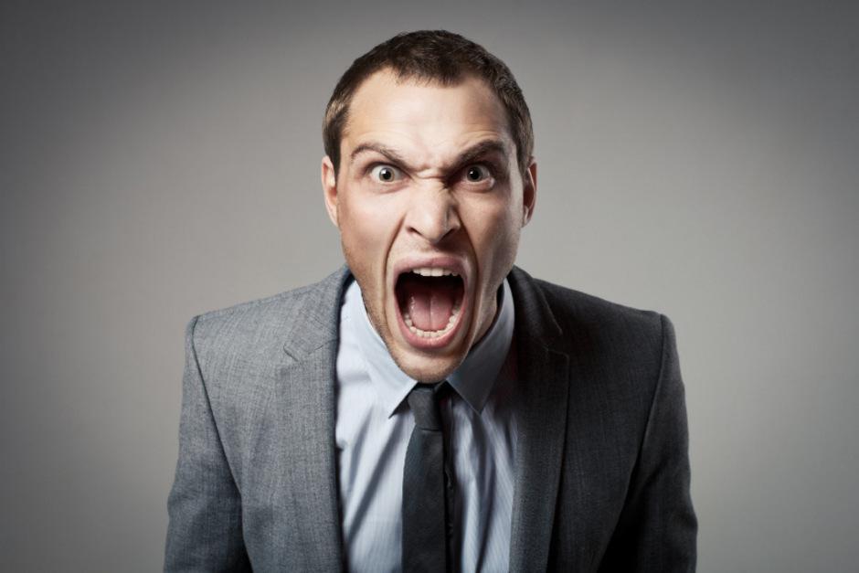 Aggression gegen Mitarbeiter: An den Computern des AMS gibt es einen Notfallknopf, der die Kollegen alarmiert.