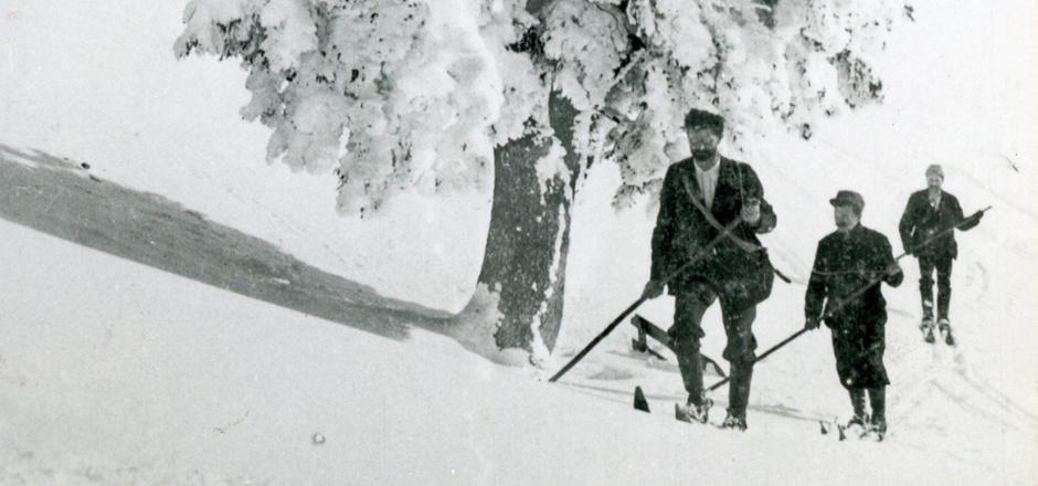 Auf Initiative des Kitzbüheler Skiclubs wird auch heuer wieder des ersten Aufstiegs von Franz Reisch auf das Kitzbüheler Horn gedacht und zum gemeinsamen Gipfelsturm eingeladen.