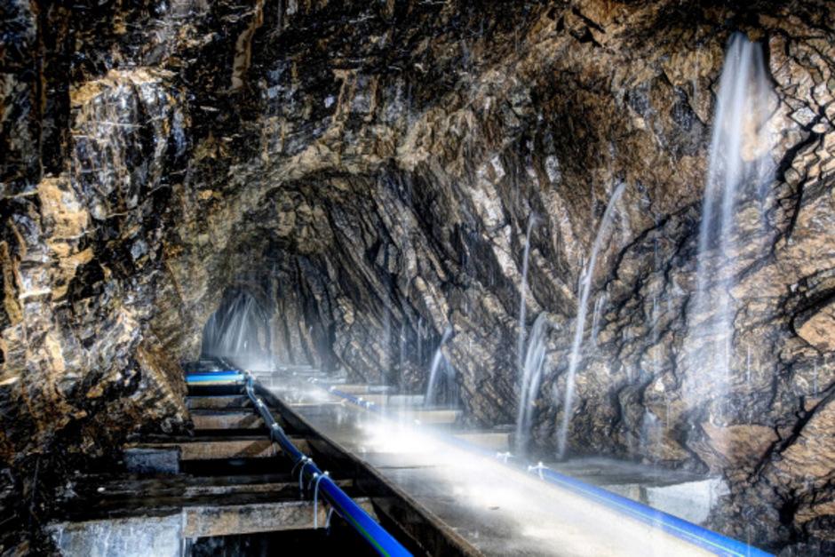 """An Orte, an die man sonst nicht hinkommt, führt der Virtual-Reality-Film """"Die Reise des Innsbrucker Wassers"""". So können Interessierte den Weg des Wassers vom Regentropfen bis zum Wasserhahn hautnah miterleben."""