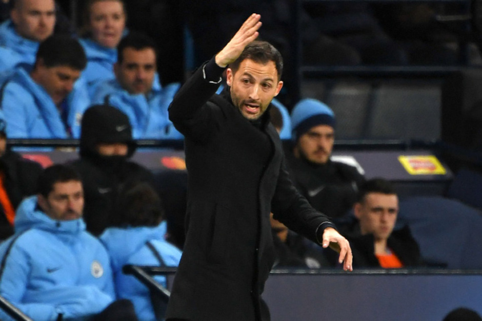 Bleibt vorerst weiter Schalke-Trainer: Domenico Tedesco.