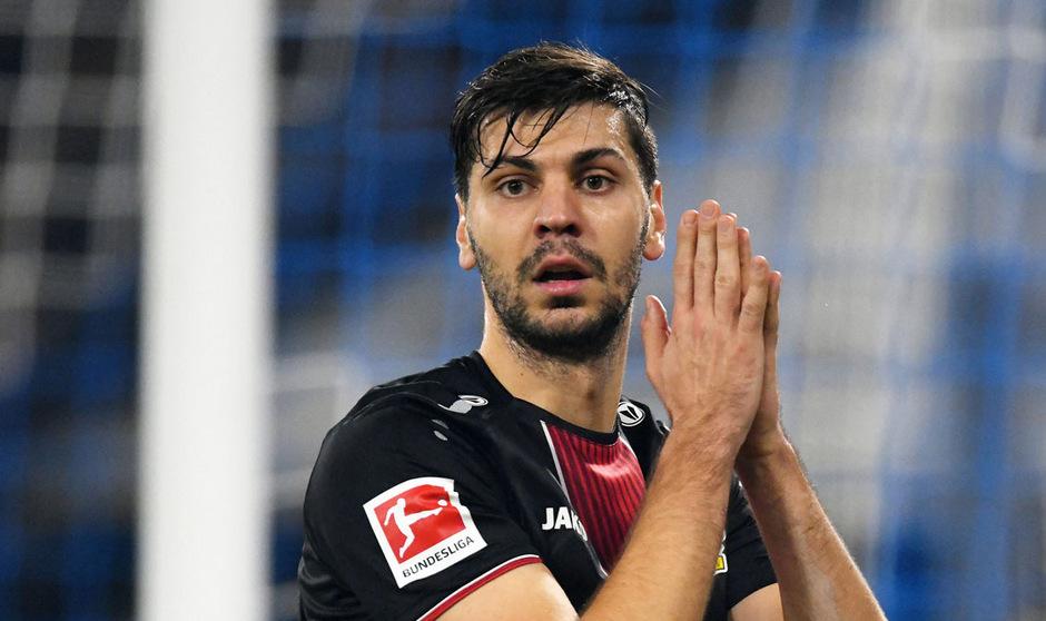 Aleksandar Dragovic hofft auf mehr Einsatzzeit bei Leverkusen.