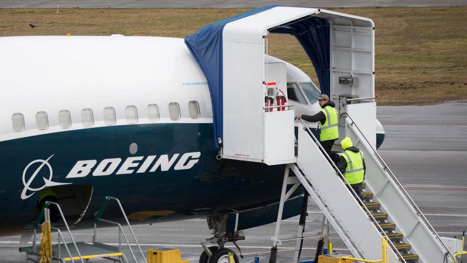 Die 737-Max-Serie ist der gefragteste Flugzeugtyp des Airbus-Rivalen. Bei andauernden Problemen mit dem Kassenschlager könnten auch massive Umrüstungskosten und Geschäftseinbußen drohen.