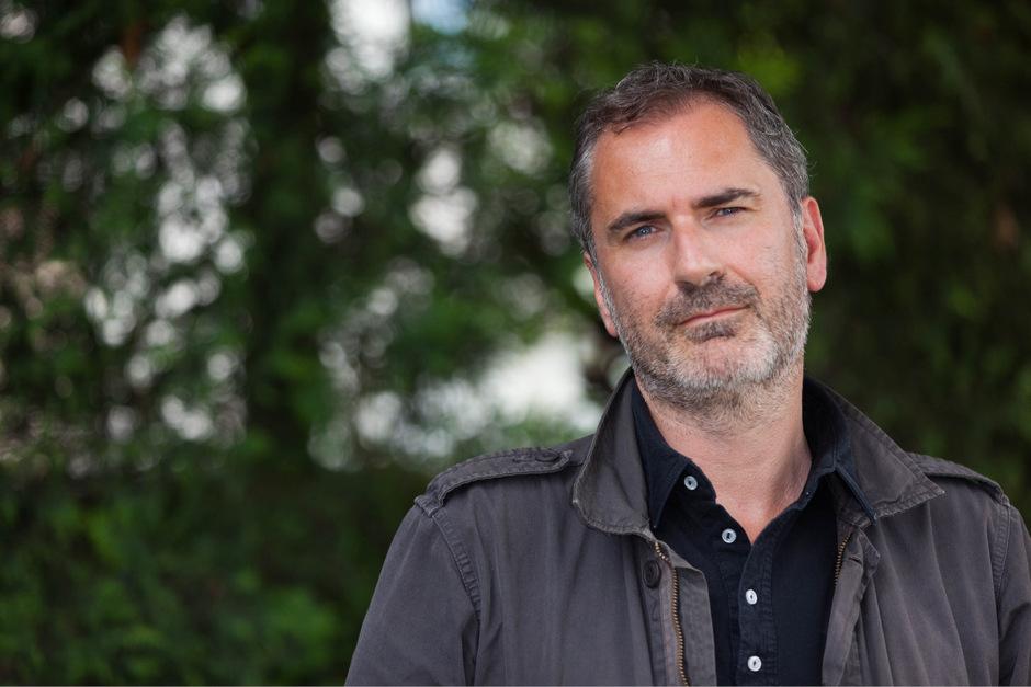 """Xavier Giannoli (r.) ist Regisseur des Films """"Die Erscheinung"""", in dem Darsteller Vincent Lindon im Auftrag des Vatikans recherchiert."""