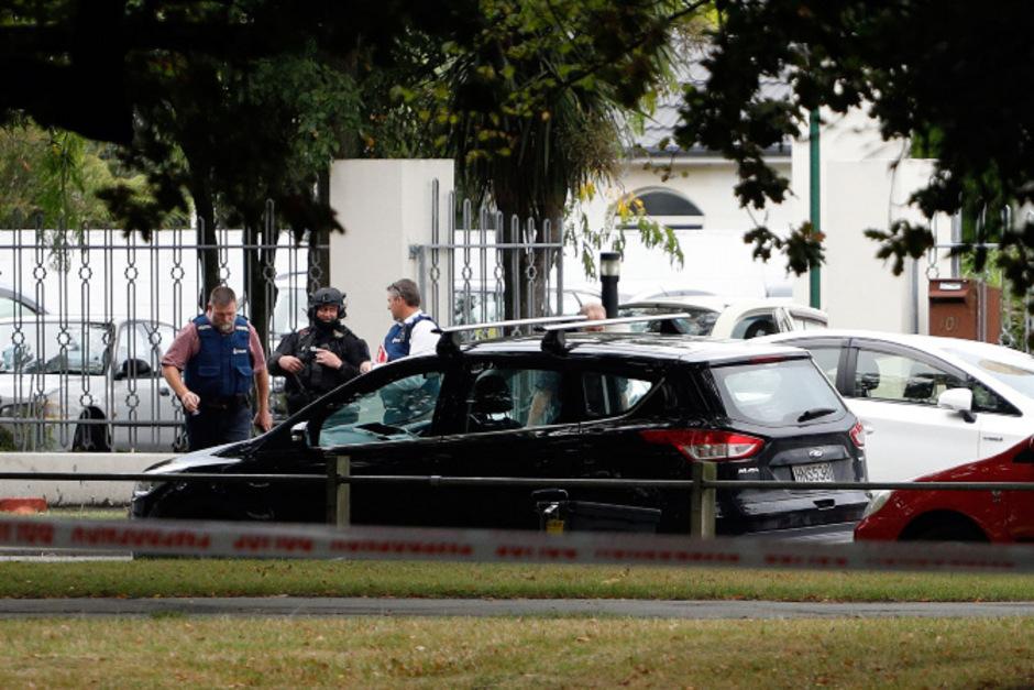 Einsatzkräfte vor der Masyid-al-Noor-Moscheein Christchurch.