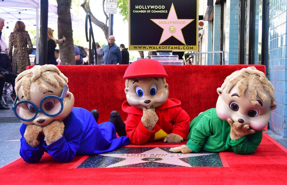 """Hollywoods berühmte Streifenhörnchen-Musikgruppe """"Alvin and The Chipmunks"""" ist am Donnerstag auf der berühmten Flaniermeile in Los Angeles mit einem Stern geehrt worden."""