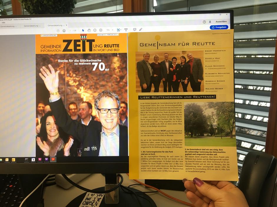 Zufällig farbgleich: links die aktuelle Gemeindezeitung von BM Alois Oberer, rechts die Antwort der ÖVP Reutte mittels Postwurf.