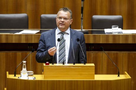 """""""Das Freizeitwohnsitzverbot muss kontrolliert werden, für Investorenmodelle braucht es ein Konzept."""" NR Gerald Hauser FPÖ (Bezeichnung)"""