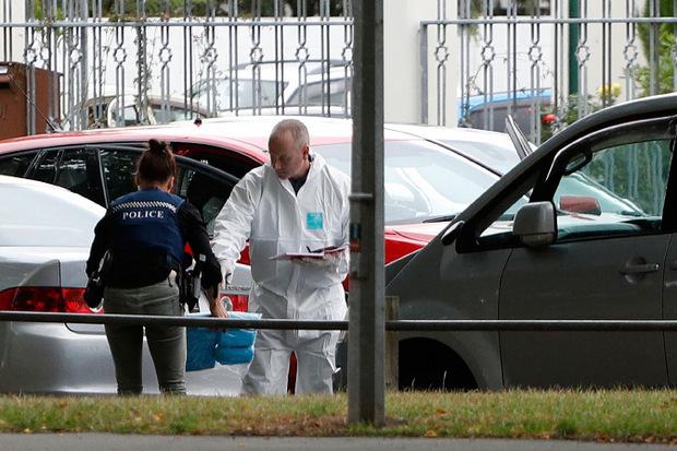 Forensiker vor der Masjid-al-Noor-Moschee in Christchurch.