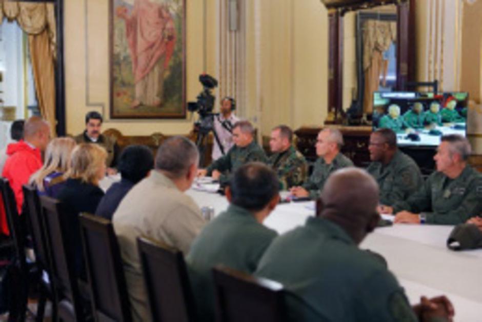 Maduro sprach mit seinem Führungsstab.
