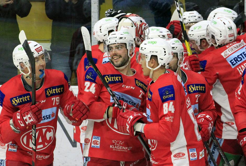Jubel der KAC-Spieler im Viertelfinale der Erste Bank Eishockey Liga (EBEL) zwischen KAC und HCB Südtirol.