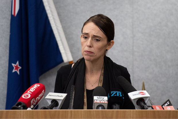 Premierministerin Jacinda Ardern steht die Fassunglosigkeit über die blutige Tat ins Gesicht geschrieben.