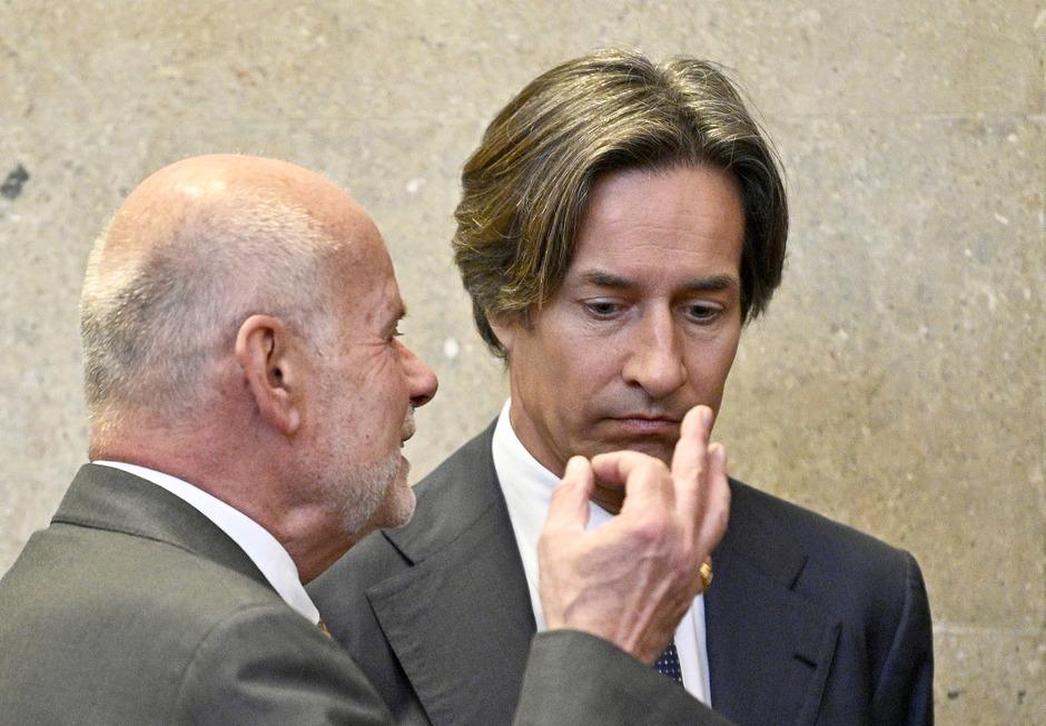 Der ehemalige Finanzminister Karl-Heinz Grasser mit seinem Anwalt Manfred Ainedter.