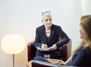 """""""Es geht darum, das Leid von Menschen mit geistiger Behinderung sichtbar zu machen, da diese ja häufig über keine eigene Stimme verfügen"""", sagt Ulrike Paul (Psychotherapeutin)."""