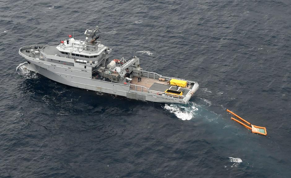 Schiffe aus Frankreich und Spanien haben ihren Einsatz gegen die Ölverschmutzung in der Biskaya fortgesetzt.