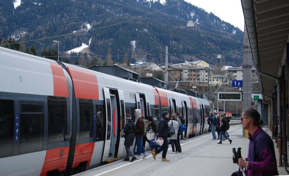 Für den Regionalbahnhof Landeck-Zams wäre eine Verbindung ins Obergricht und weiter nach Schuls eine Aufwertung. Davon ist der Schweizer Experte Paul Stopper überzeugt.