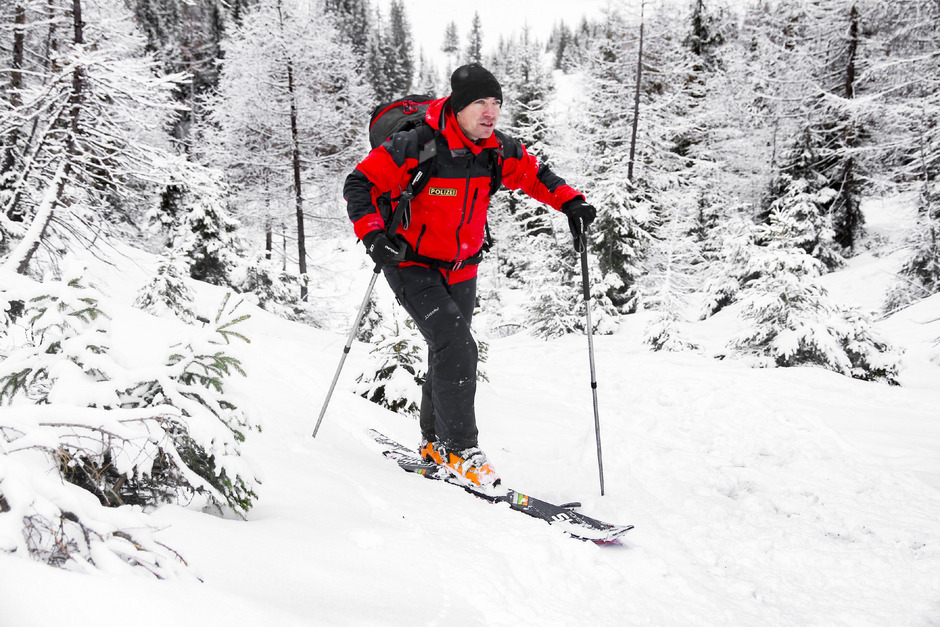 Servus TV begleitet Alpinpolizisten bei ihrer Arbeit – unter anderem auch im Paznauner Skiort Ischgl.