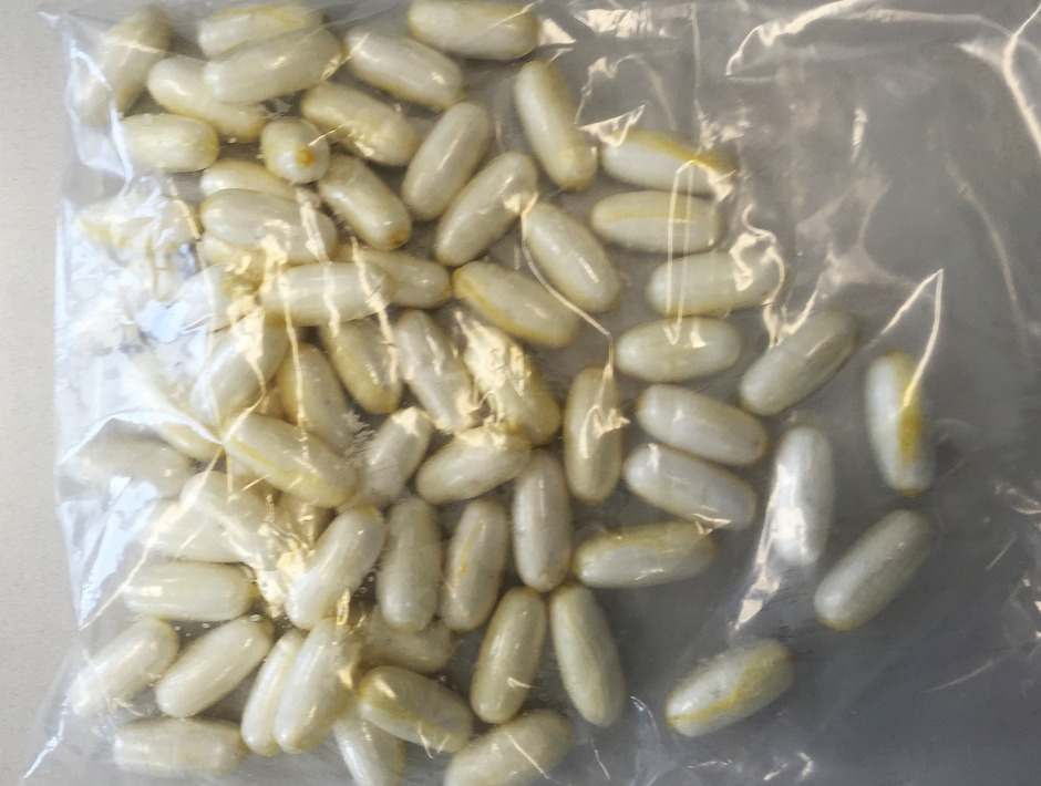 Sehr häufig werden die Drogen in eingeschweißtes Päckchen, die verschluckt werden, transportiert.  (Symbolfoto)