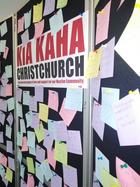 In der dortigen Fachhochschule EIT haben Studenten und Lehrer Zettel mit Botschaften an die Familien der Opfer aufgehängt.