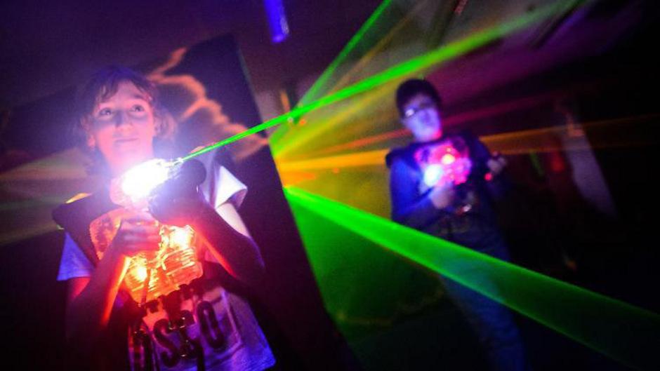 Lasertag ist besonders bei Kindern beliebt.